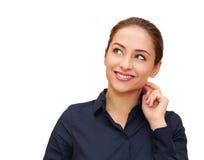 Glimlachende denkende bedrijfsvrouw stock afbeeldingen