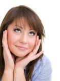 Glimlachende denkende vrouw die omhoog kijkt Stock Afbeelding