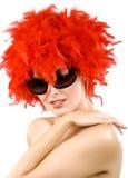 Glimlachende erotische jonge vrouw in prachtige boa Stock Foto's