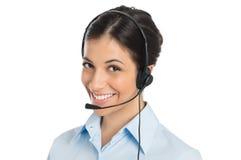 Glimlachende Exploitant die Hoofdtelefoon dragen Stock Afbeeldingen