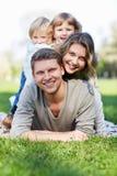 Glimlachende familie stock fotografie