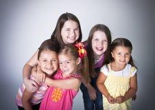 Glimlachende Gelukkige Meisjes Royalty-vrije Stock Fotografie