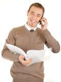 Glimlachende goed-geklede mens met documenten en telefoon Stock Afbeelding
