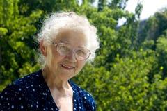 Glimlachende grootmoeder Royalty-vrije Stock Foto's