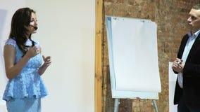 Glimlachende Hogere Spreker Coaching Business Team stock video