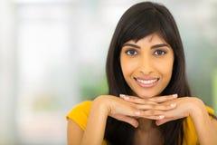 Glimlachende Indische vrouw stock foto