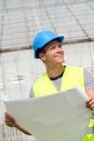 Glimlachende jonge architect Royalty-vrije Stock Afbeeldingen