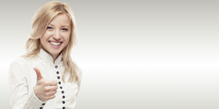 Glimlachende jonge bedrijfsvrouw Stock Fotografie