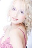 Glimlachende jonge blonde vrouw Royalty-vrije Stock Foto