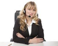 Glimlachende jonge call centreexploitant Royalty-vrije Stock Fotografie