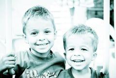 Glimlachende jonge jongens Stock Foto