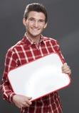 Glimlachende jonge mens die een lege raad houden als baanteaser Stock Afbeelding