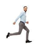 Glimlachende jonge mens die weglopen Stock Foto's