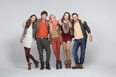 Glimlachende jonge mensen met witte bacground Stock Foto