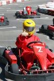 Glimlachende jonge raceauto Royalty-vrije Stock Afbeeldingen