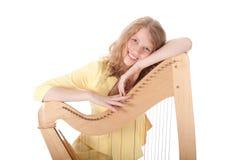 Glimlachende jonge vrouw en harp Royalty-vrije Stock Afbeeldingen
