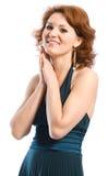 Glimlachende jonge vrouw in kleding stock fotografie