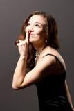 Glimlachende jonge vrouw met opgeheven hand royalty-vrije stock afbeelding