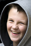 Glimlachende jongen met een kap Royalty-vrije Stock Foto