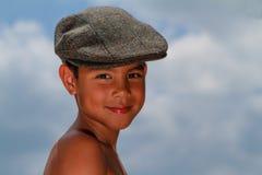 Glimlachende Jongen met Hoed royalty-vrije stock afbeelding