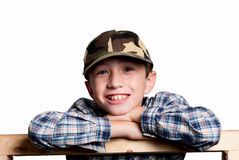 Glimlachende jongen op witte achtergrond i Royalty-vrije Stock Afbeelding