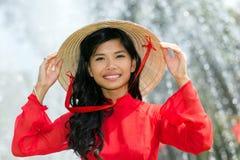 Glimlachende levendige Vietnamese vrouw Royalty-vrije Stock Foto