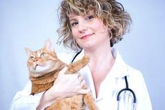 Glimlachende medische dierenarts Stock Afbeelding
