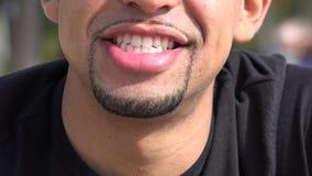 Glimlachende Mens stock footage