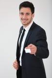 Glimlachende mens die adreskaartje geven aan cliënt stock foto