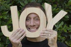 Glimlachende mens met de woordvreugde! Stock Fotografie