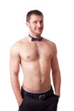 Glimlachende mens met naakt torso en een vlinderdas Royalty-vrije Stock Foto