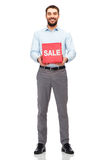 Glimlachende mens met rode het winkelen zak Royalty-vrije Stock Fotografie