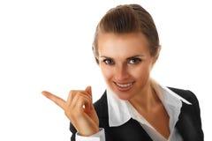 Glimlachende moderne bedrijfsvrouw die vinger richt Stock Fotografie