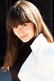 Glimlachende modieuze dame royalty-vrije stock fotografie