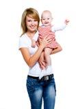 Glimlachende moeder met baby op handen stock fotografie