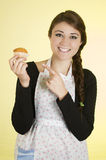 Glimlachende mooie jonge Spaanse donkerbruine bakker Stock Fotografie