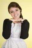 Glimlachende mooie jonge Spaanse donkerbruine bakker Royalty-vrije Stock Foto