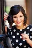 Glimlachende mooie vrouw Stock Afbeelding