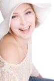Glimlachende mooie vrouw die op wit wordt geïsoleerd Royalty-vrije Stock Afbeelding