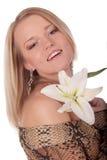 Glimlachende mooie vrouw met witte lelie Royalty-vrije Stock Foto