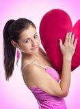 Glimlachende mooie vrouw in roze kleding Royalty-vrije Stock Afbeelding