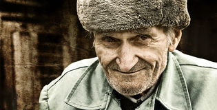 Glimlachende oude mens Royalty-vrije Stock Afbeelding