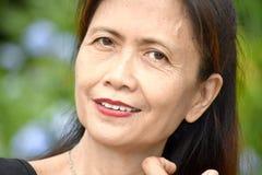 Glimlachende Oudere Vrouwelijke Oudste stock foto's