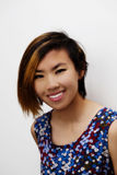 Glimlachende Portret Magere Jonge Aziatische Amerikaanse Vrouw Stock Foto's