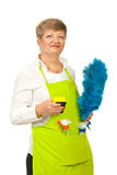 Glimlachende rijpe huisvrouw Royalty-vrije Stock Afbeeldingen
