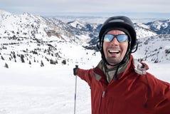 Glimlachende skiër in skiparadijs Royalty-vrije Stock Foto