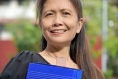 Glimlachende Slimme Aziatische Vrouwelijke Leraar stock foto