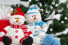 Glimlachende stuk speelgoed sneeuwmannen Royalty-vrije Stock Foto's