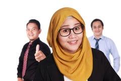 Glimlachende Vertrouwens Moslimonderneemster en Zakenman Royalty-vrije Stock Foto