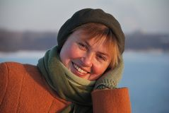 Glimlachende volwassen vrouw Stock Afbeelding